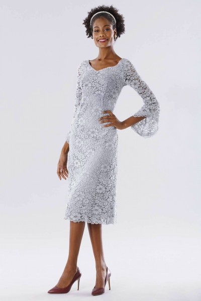 Longuette lace dress with calla sleeves