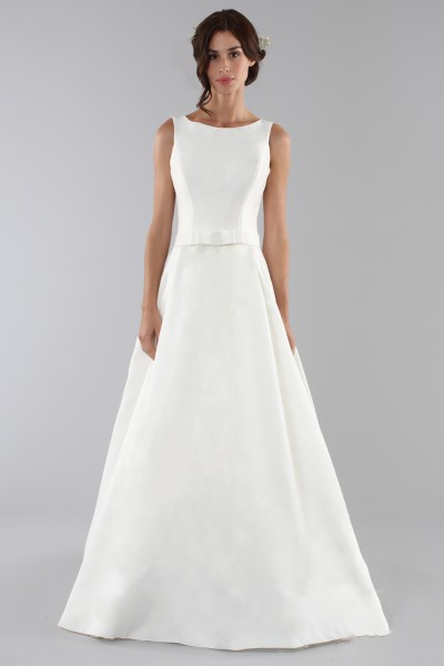 Wedding dress with bow on the waist