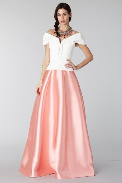 Complete pink skirt and white silk top