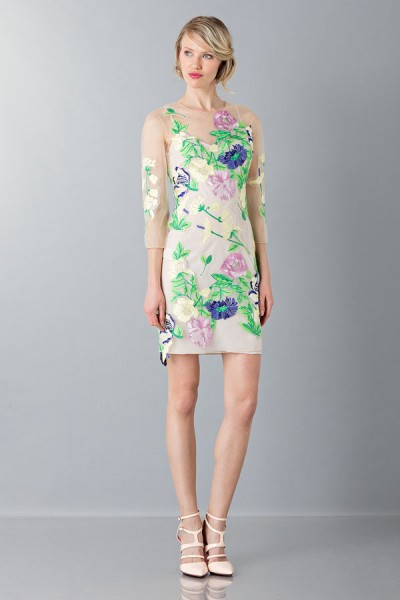 Short dress with flowers and patterns
