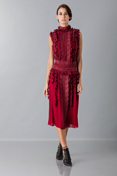 Short dress with overlaid lace