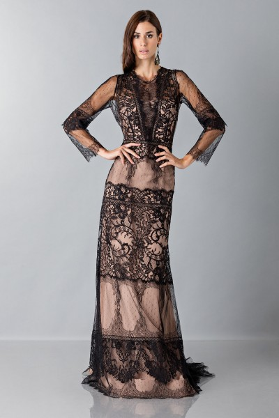 Long dress with lace patterns