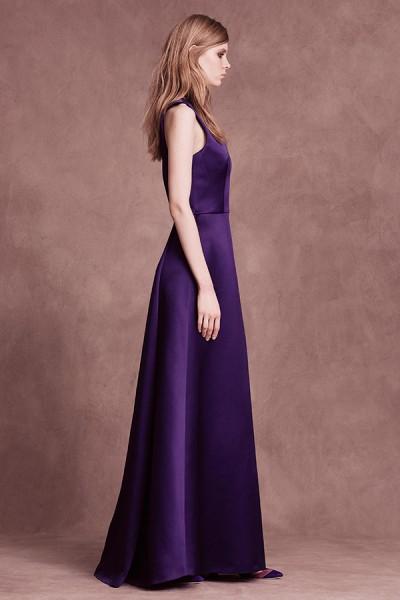 Ivory dress with V-neck in silk satin