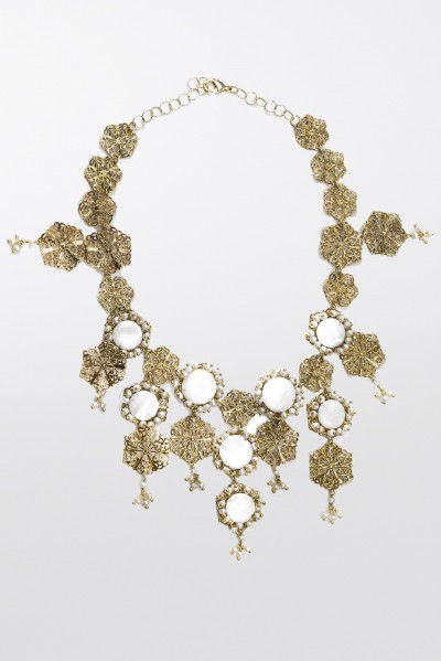 Brass necklace with freshwater pearls